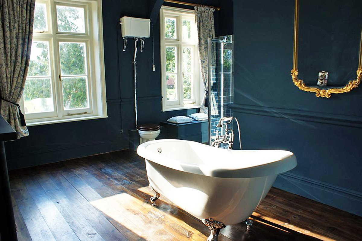 The Family Bathroom at Bessingham Manor.